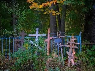 В УПЦ рассказали о корнях традиции оставлять еду на могиле покойного