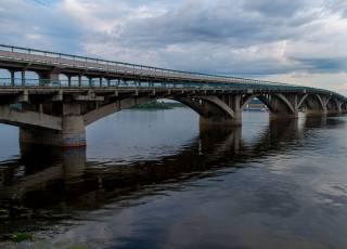 Один из ключевых киевских мостов перекроют на четыре дня