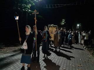 В Ужгороде верующие УПЦ совершили ночной крестный ход вокруг города