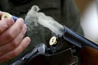 Полицейские на Одесщине обезвредили мужчину, который ходил с обрезом и гранатой по селу