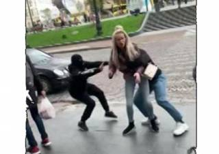 Молодые люди организовали похищение девушки в центре Львова ради видео в TikTok