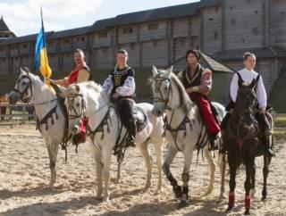 Под Киевом состоялся фестиваль конно-трюкового искусства «Кентавры»