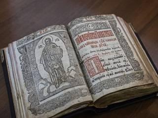 В музей Киевских духовных школ пожертвовали богослужебные реликвии XVIII века