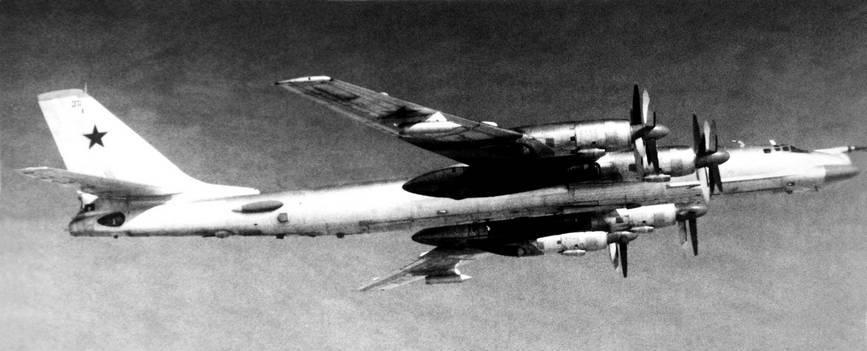 Ту-95КМ советской Дальней Авиации над океаном, 1984 г. года