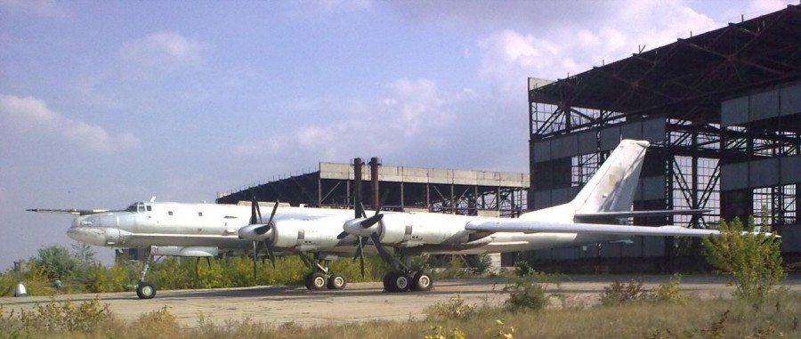 Ту-95МС, который планировали на переоборудовать в самолёт для экологической разведки, аэродром Кульбакино