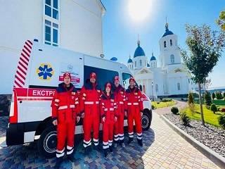 Одесская епархия УПЦ передала зимнюю униформу и лекарства медикам «Скорой помощи»