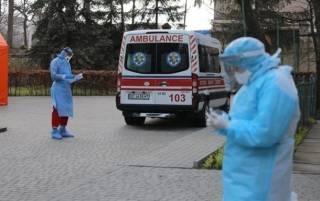 В Запорожье юная мама со своими детьми-двойняшками сбежала из COVID-больницы