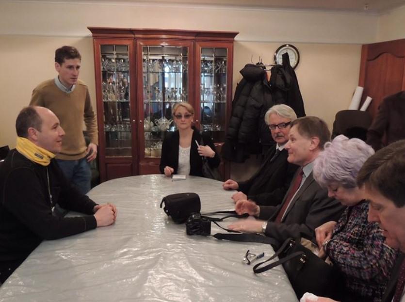 представители Парламентской ассамблеи НАТО, которые приехали в феврале 2014 года на Майдан, провели переговоры с его лидерами