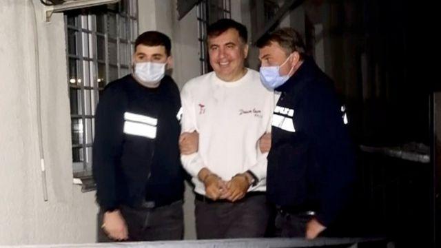 Лікар Саакашвілі заявив про погіршення стану політика, під в'язницею поновились протести