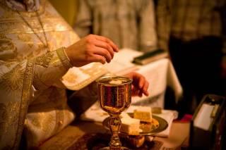 Священник рассказал о духовном смысле таинства Причастия