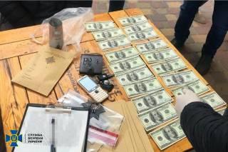 В Украине появились сотни тысяч фальшивых долларов, которые не распознают детекторы