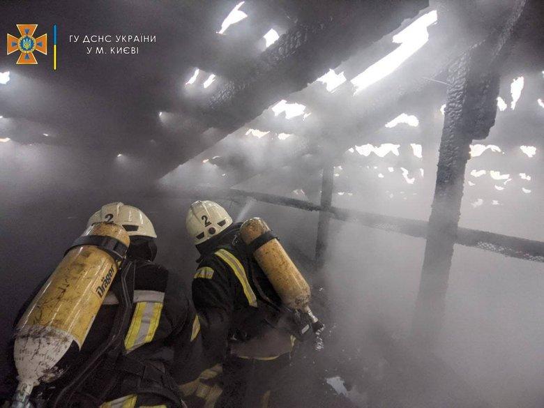 Пожар на ул. Костельной в центре Киева