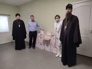 Киево-Печерская лавра передала лекарства для больных коронавирусом в Северодонецке
