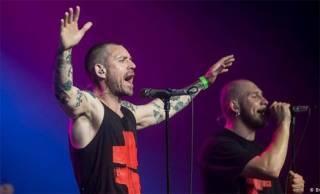 Известный рокер на концерте в Полтаве вырубил безбилетного фаната